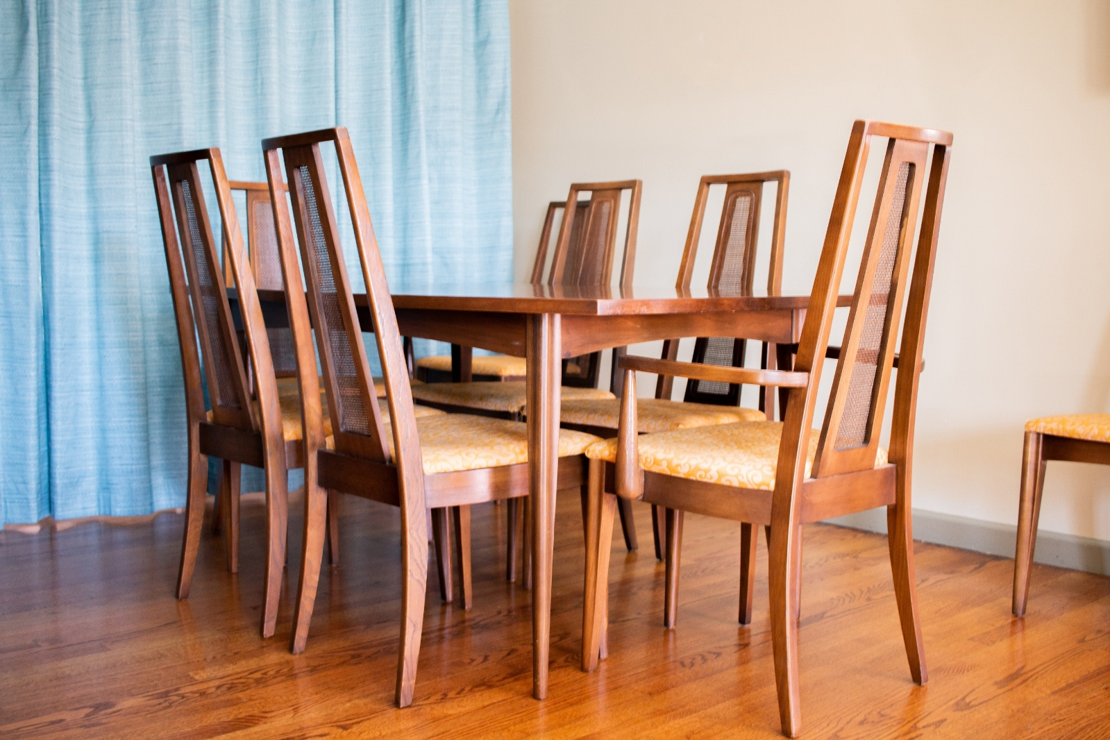 Broyhill Emphasis Series Mid Century Dining Table and Chairs_3