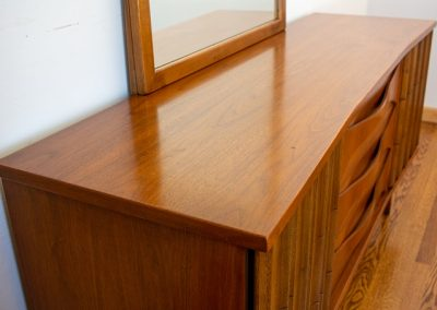 Vintage Mid Century Modern Triple Dresser and Mirror_2