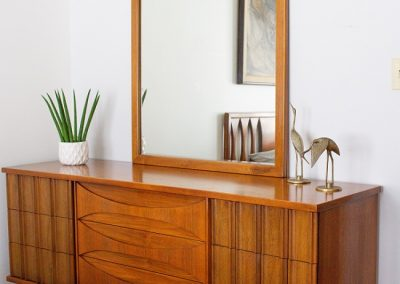 Vintage Mid Century Modern Triple Dresser and Mirror_8